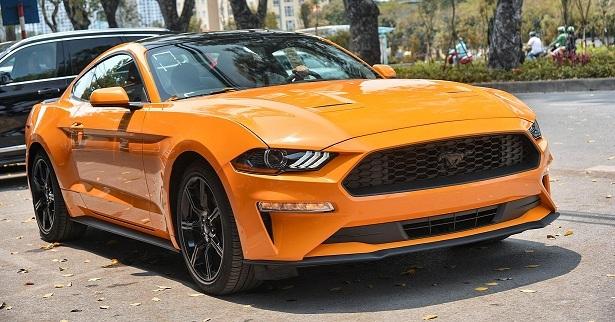 Cận cảnh Ford Mustang 2019 màu độc đầu tiên về Việt Nam