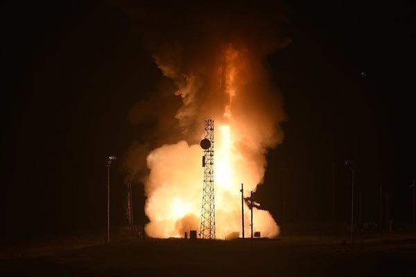 Xem Mỹ khai hỏa siêu tên lửa bay nhanh nhất thế giới