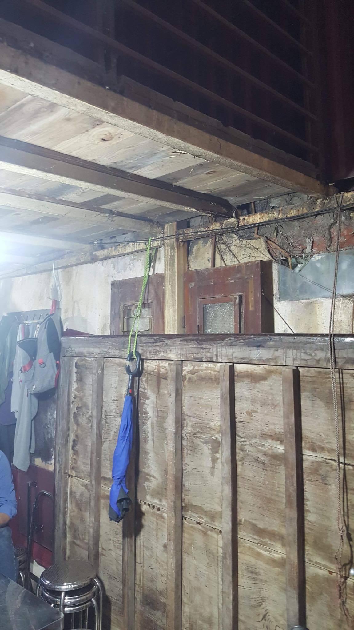 Ban thờ lập vội trong căn nhà tồi tàn của nạn nhân vụ tai nạn ở hầm Kim Liên