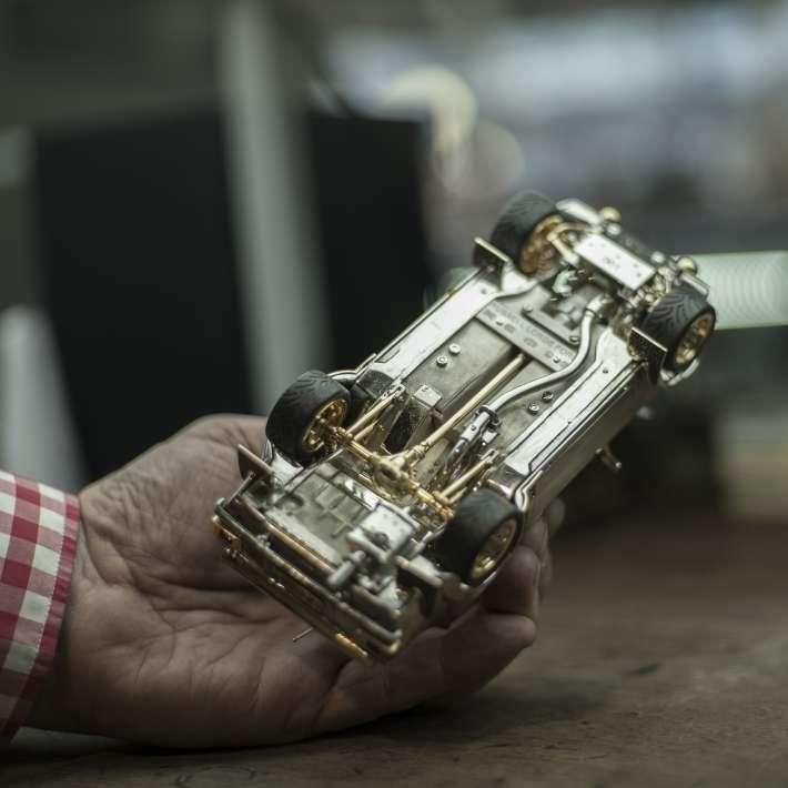 Kỷ lục: Sản xuất 1 chiếc ô tô bằng vàng, kim cương mất 25 năm