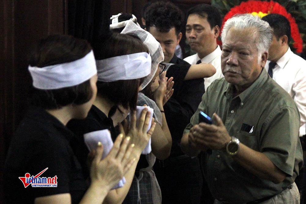 Nghệ sỹ nghẹn ngào tiễn nữ đồng nghiệp tử nạn ở hầm Kim Liên