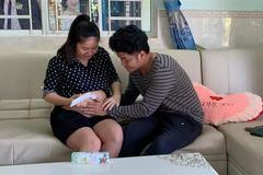 Hành động nhỏ chăm sóc cho vợ bầu của chồng trẻ Lê Phương 'đốn tim' dân mạng