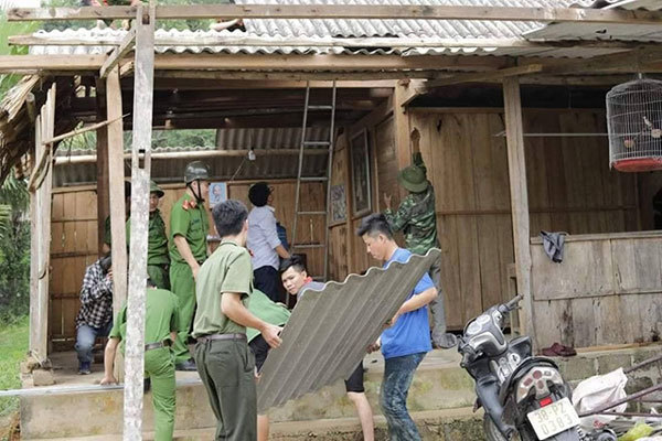 Whirlwind damages houses and rice in Ha Tinh