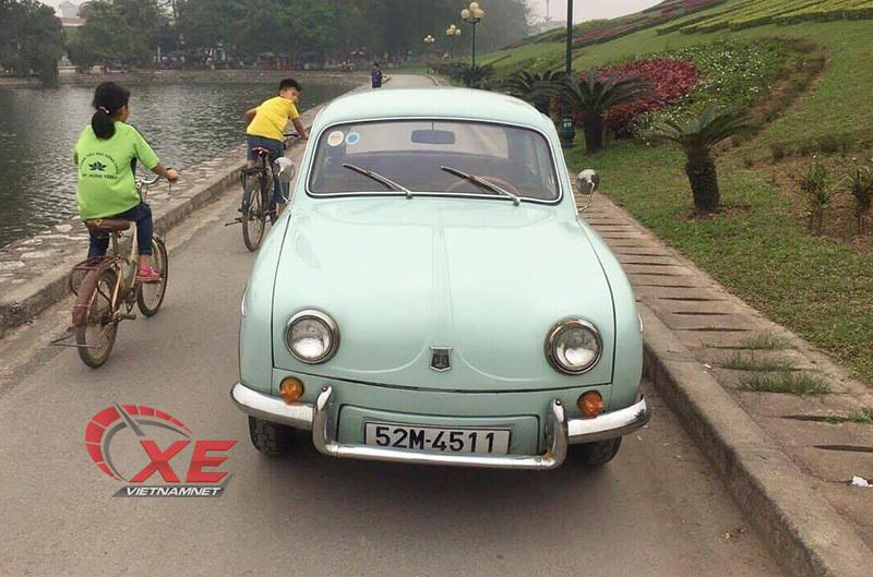 Renault Dauphine,xe cổ,chơi xe cổ,renault,xe cổ ở Sài gòn,ô tô ở sài gòn trước 1975,volkswagen beetle,xe con bọ,xe con cóc