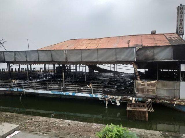 Fire burns down Hanoi West Lake floating restaurant