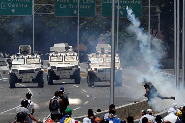 Venezuela chìm trong bạo lực, Nga 'thề' lập liên minh ngăn Mỹ