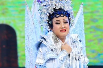 'Truyền nhân 4 đời hát bội' mặc cảm ít học, làm mẹ đơn thân ở tuổi 23