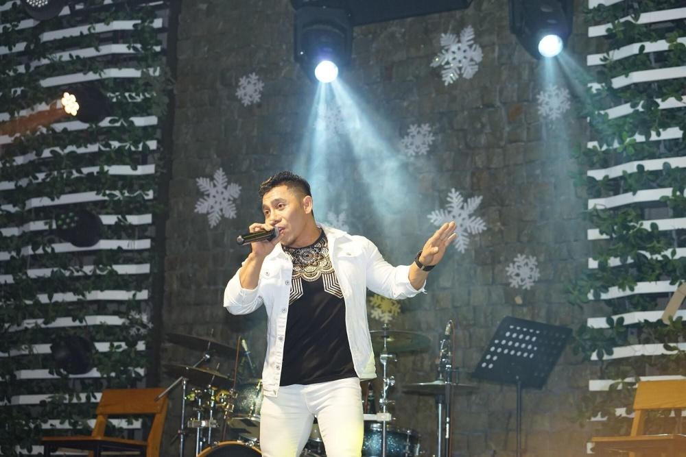 Lực sĩ Phạm Văn Mách: 'Nhiều người ném đá, coi thường khi tôi đi hát'