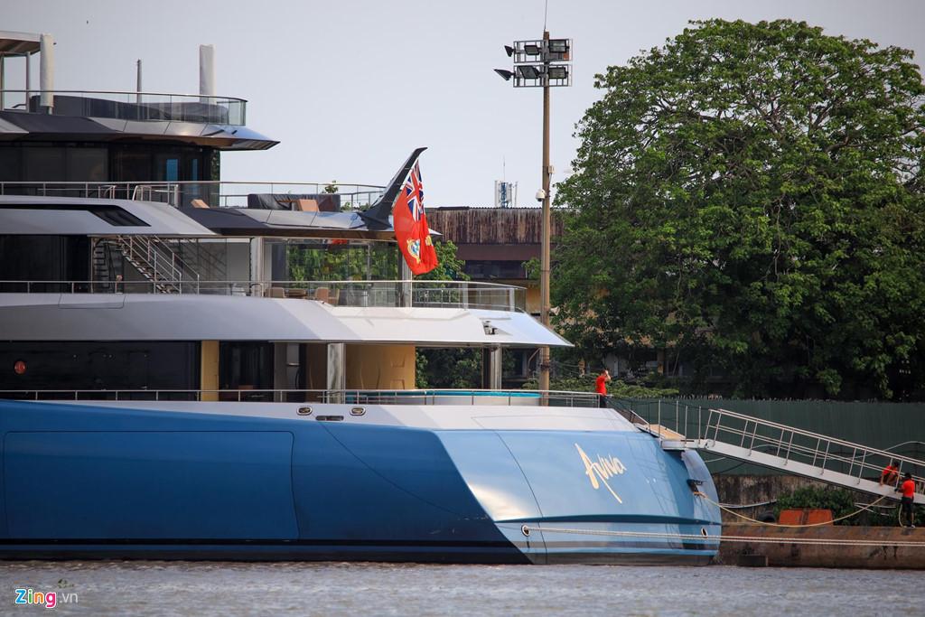 Cận cảnh siêu du thuyền 150 triệu USD đậu trên sông Sài Gòn