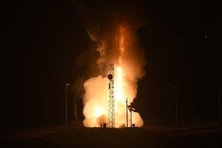 Mỹ chi hàng tỷ USD chế tạo tên lửa