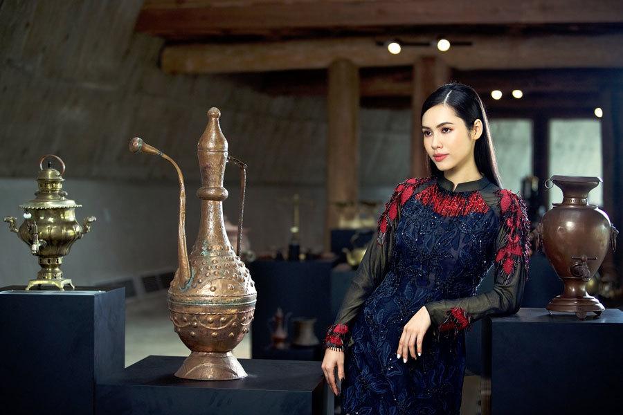 Á hậu Hoàng My, Ngọc Trân đẹp tựa đóa quỳnh nở muộn