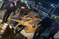 Lamborghini Huracan gặp nạn gãy đôi xe