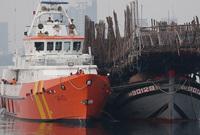 Vượt sóng trong đêm cứu 52 ngư dân gặp nạn ở Hoàng Sa