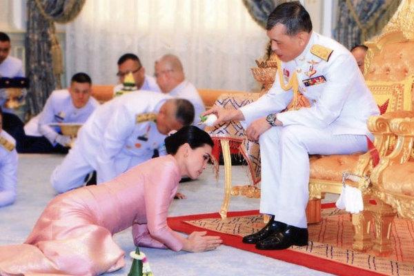 Những bảo vật trong lễ đăng cơ của tân vương Thái Lan