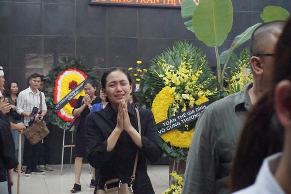 Đẫm nước mắt tiễn đưa cô giáo trong vụ tai nạn ở hầm Kim Liên