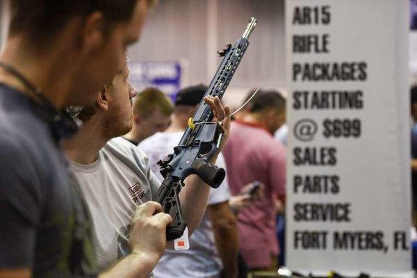 Giáo viên Mỹ được mang súng đến lớp