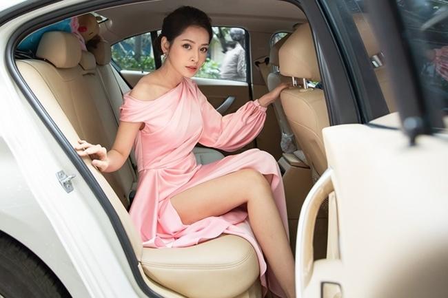 26 tuổi, Chi Pu sở hữu 2 xe bạc tỷ, tự sắm nhà sang, đồ hiệu ngập tủ