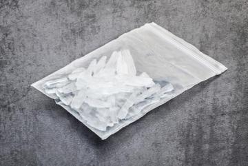 Cặp vợ chồng già ngơ ngác nhận 'quà' 20kg ma túy đá