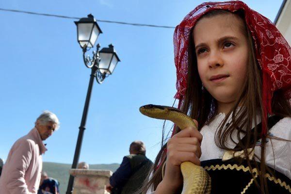 Italia,lễ hội rắn