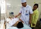 Bế trò đi cấp cứu, cô giáo Thanh Hóa không biết em đã chết