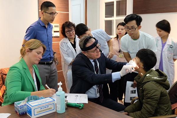 FTW,  Vietnam Airlines và 3 bệnh viện kí biên bản ghi nhớ