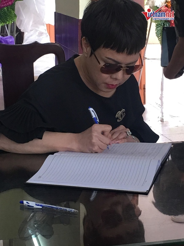 Con trai Lê Bình: Ba muốn rải tro ra biển để không phiền con cháu