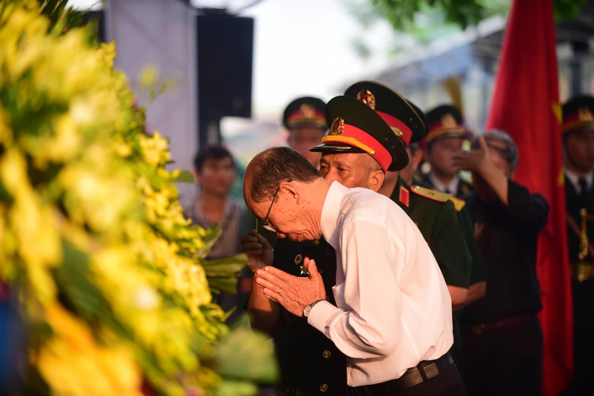Phút bùi ngùi tiễn đưa Đại tướng Lê Đức Anh về đất mẹ