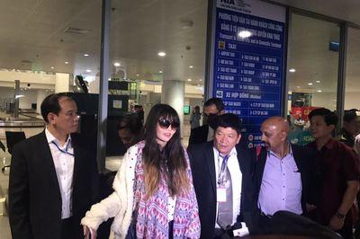 Đoàn Thị Hương về đến Hà Nội
