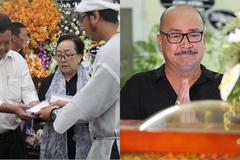 Con trai Lê Bình trao tặng 100 triệu, Hoàng Sơn oà khóc bên linh cữu