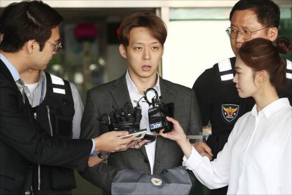 Park Yoochun đối mặt án 15 năm tù vì thừa nhận sử dụng ma túy