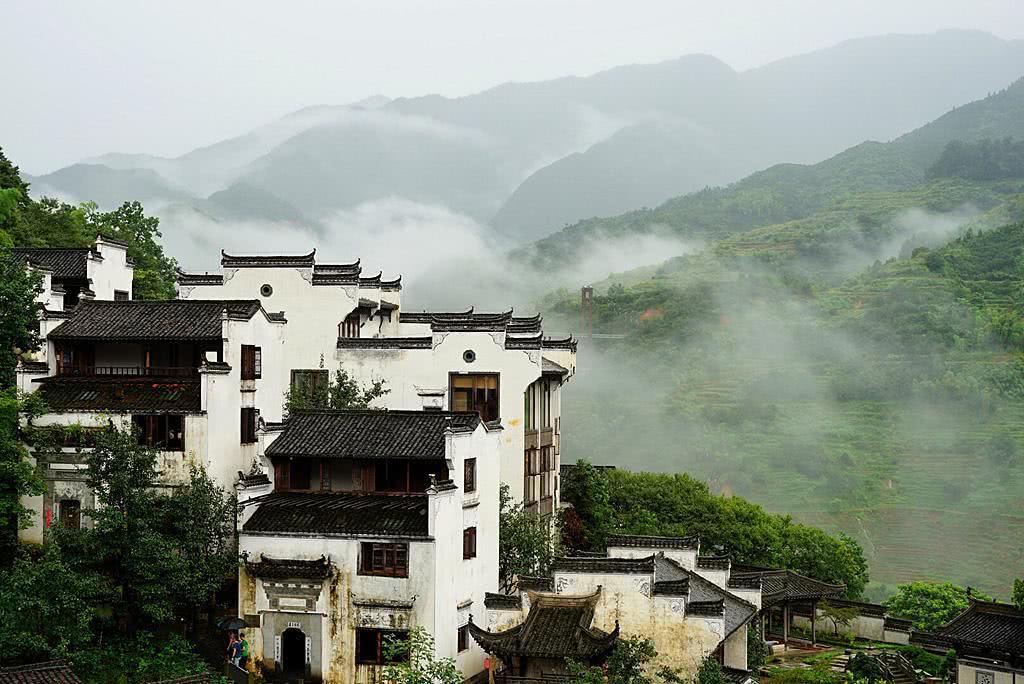 Ngôi làng cổ hiếm hoi còn sót lại ở TQ, du khách chấp nhận băng rừng vượt đèo để tới