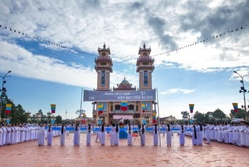 Religious people in Vietnam: Accompanying the nation