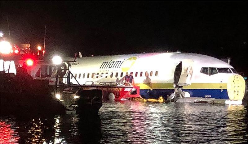 Máy bay chở 142 người lao xuống sông ở Florida