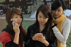 Schools waver between allowing or prohibiting mobile phones