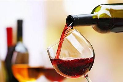 Rượu bị bỏ viagra, quý ông cấp cứu vì 'cậu nhỏ' cương cứng suốt 24h