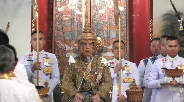 Nhà vua Thái Lan lên ngôi, ban hành chiếu chỉ đầu tiên