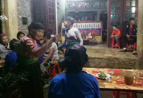 Vụ đâm 6 cô trò ở Thanh Hóa: Xóm nghèo đẫm nước mắt tiễn cậu bé xấu số