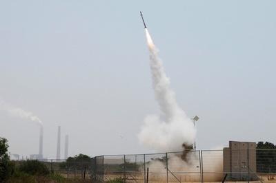 Hơn 100 quả tên lửa dội xuống Israel như mưa