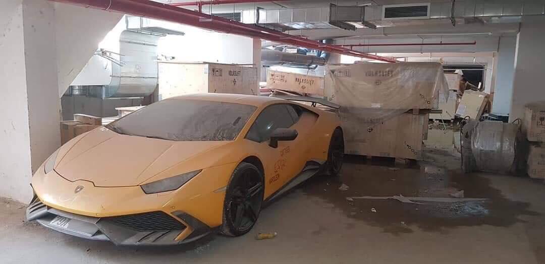 Siêu xe Lamborghini Huracan từng qua tay Cường Đôla phủ bụi ở Nha Trang