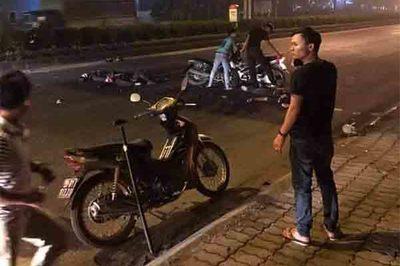 Hai cảnh sát cơ động Hà Nội gặp nạn khi bắt xe máy kẹp 3