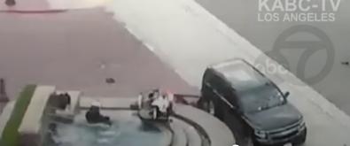 Mỹ: Vượt đèn đỏ, xe của thị trưởng tông văng mô-tô cảnh sát