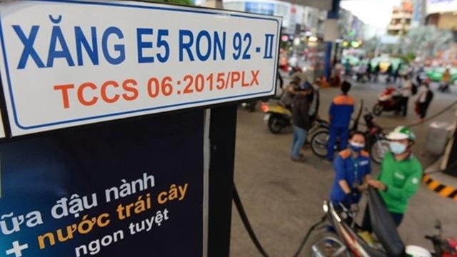 Giá xăng giảm liên tiếp vẫn vượt trên đỉnh 20.000 đồng/lít