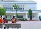 Bảo vệ là phụ nữ già, lương 1-2 triệu: Lấy đâu ra trường học an toàn!