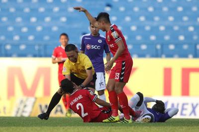 Vòng 8 V-League: Trọng tài hoá người hùng, Thanh Hoá đã biết thắng