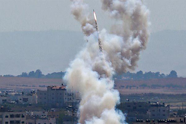 Sau mưa tên lửa, Thủ tướng Israel chỉ đạo tăng bắn phá Gaza