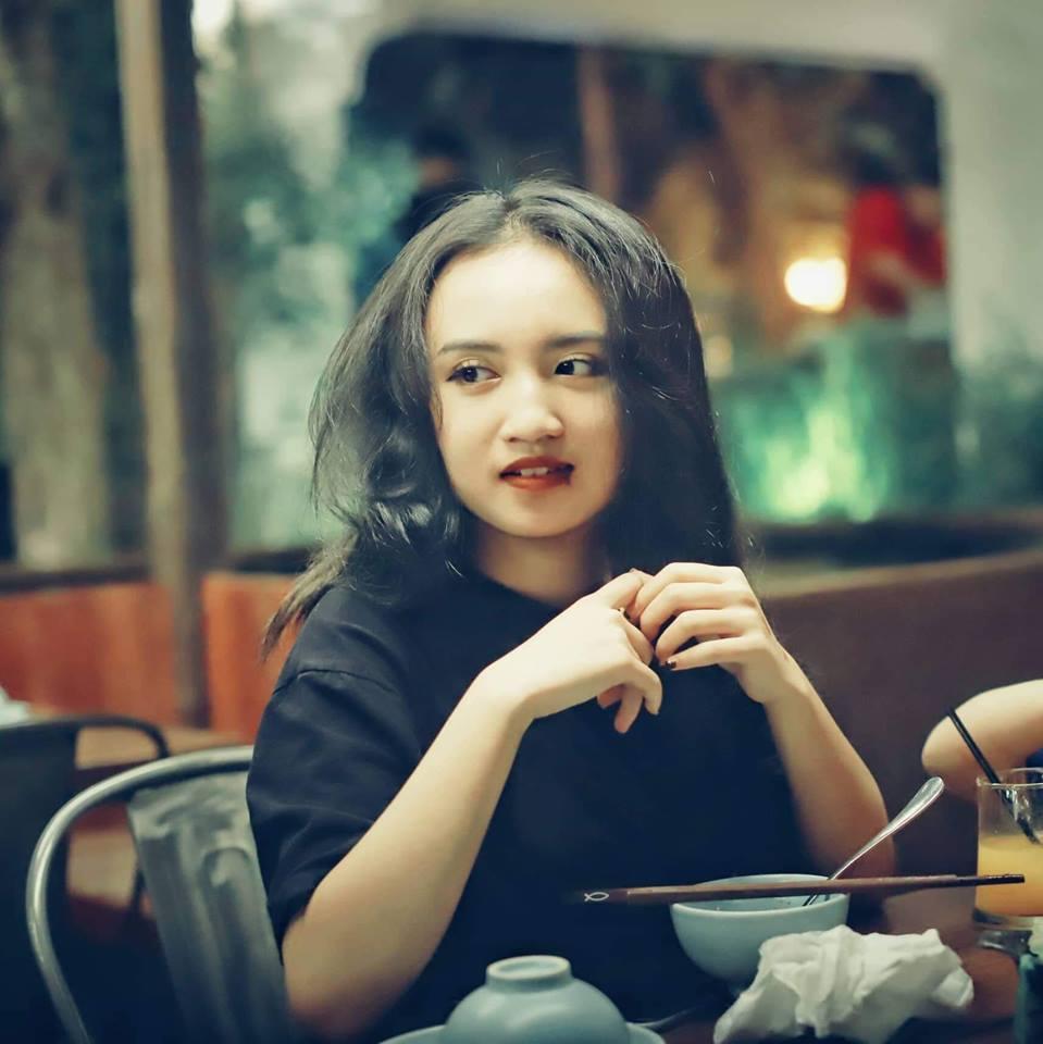 Nhan sắc hot girl của con gái Tú Dưa và 'nữ hoàng wushu' Thúy Hiền