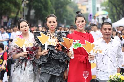Công Lý bên dàn chân dài kêu gọi bảo vệ môi trường không rác thải