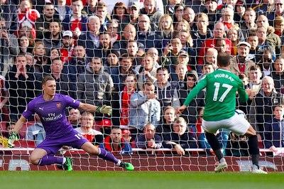 Đánh rơi chiến thắng, Arsenal hết cửa top 4