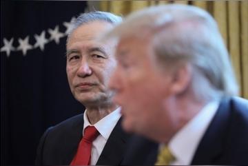 Ông Trump thêm đòn nặng tay, TQ cân nhắc 'phản kích'