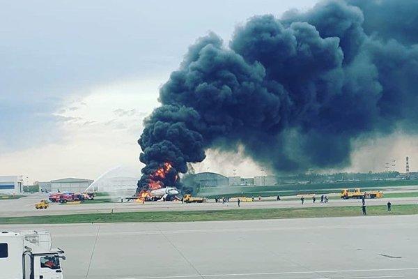 Hành khách trên máy bay Nga sợ rúm người, di tản thời gian kỷ lục